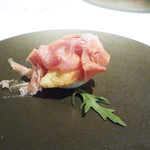 102197292 - ストラッキーノチーズを詰めたパンツァロッティ生ハム添え