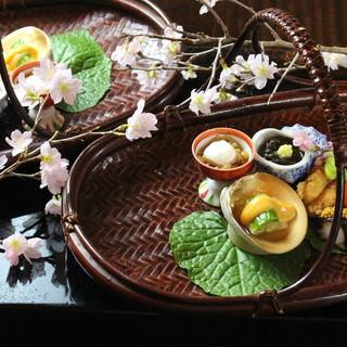 旬の味覚を活かした一皿は、季節感ある本格的な日本の味。