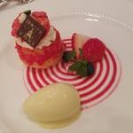 102207000 - 苺のプチシュー、ピスタチオのソルベ