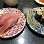 回し寿司 活 - 中トロ 350円、白子軍艦 300円