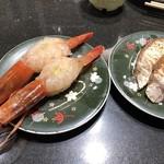 回し寿司 活 - 特大赤海老 300円、炙りかんぱち塩 300円