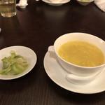 102212810 - 食前のスープ。