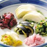 山上茶寮 - 皿盛り写真