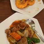 鵬天閣 - 海老の唐揚げ、牛肉の黒胡椒炒め