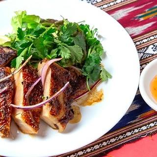パクチーや辛い物が苦手な人でも楽しめるオリジナル料理を提供