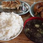 味の天龍 - 料理写真:煮物と餃子、ご飯大盛り