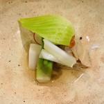 102227649 - 蛤と春野菜のおひたし