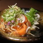 産直鮮魚と個室 葉隠 - 卵黄乗せ海鮮ユッケ