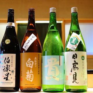 店主こだわりの日本酒と自然派ワイン。