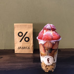 バンクーバー コーヒー - 料理写真:フレンチトースト900円。ホイップクリーム、イチゴ、焼きたてフレンチトースト、コーンフレークが層になっています。 とても美味しくいただきました(╹◡╹)