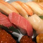 和食レストランとんでん - かに・中とろ・ほたてなど