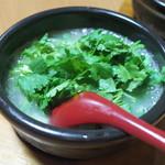 102236360 - パクチーとラー油の白麻婆豆腐(1200円)