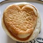 ブーランジェリー リアン - ハート♡のクリームパン