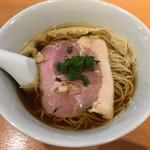 102244987 - 醤油らぁ麺(800円)