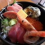 三崎「魚市場食堂」 - 海鮮丼拡大