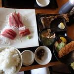 三崎「魚市場食堂」 - 三崎市場のまぐろづくし定食¥2,300