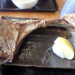三崎「魚市場食堂」 - まぐろカマ焼