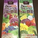 ドン・キホーテ - ドリンク写真:4種のフルーツと7種の野菜ジュース 98円+税 2種のフルーツと8種の野菜ジュース 98円+税