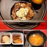 102249681 - 特選和牛A5ランクカルビ 焼肉丼セット                       丼サイズはかなり小さめです… (^^;ゝ                       キムチはなかなか美味しかった!
