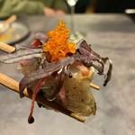 炭火とワイン - 銚子港鯛の藁焼きからし菜ととびっこ