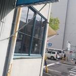 スーリープー - お店♪、道挟み右側にコインパーキング♪