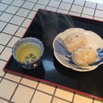 米増 - チリメン山椒のおにぎり、次の朝二個だけ〜あと二個ある❣️