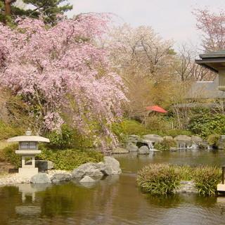 池を配したお庭を眺めながら大切な方との特別なひと時を過ごす。