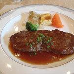 ラ・セール - メインのステーキは、値段なりの肉質ではあります。