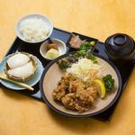 鶏唐揚げ定食(明太子食べ放題)
