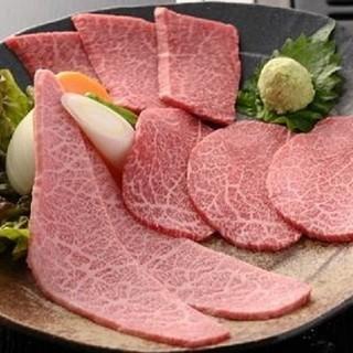 トロける食感に溢れる肉の旨味!極上部位を楽しむ『厳選三点盛』