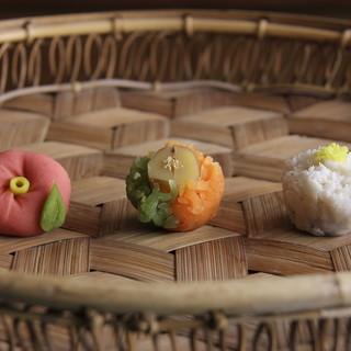 店内で作りたての和菓子を。