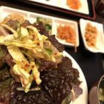 韓国家庭料理 唐辛子 - サンチュに豚肉、キャベツ?