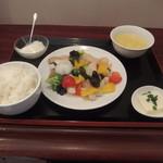 1833 - 海鮮野菜炒め定食950円