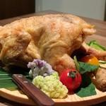 102280967 - 丸鶏の素揚げ1羽2590円