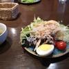 ボンバーズ - 料理写真:スープは見た目から飲む気にならない。 野菜サラダだけマシだった・スープとライス、サラダバー付きで499円(税抜き)