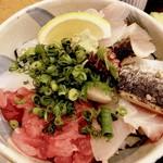 粋・丸新 - 料理写真:海鮮丼   鮪の中落ちの方向から