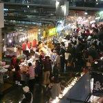 唐戸市場 活きいき馬関街 - ものすごい人出です。もちろん昼間です。