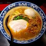 麺匠 佐蔵 - 料理写真:佐蔵味噌ラーメン(¥850+味玉¥100)。ニンニクを効かせているが、ベースの味わいは非常にまろやか