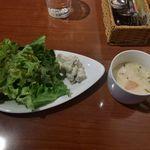 102301136 - 冬野菜のクリームスープ,サ                       ラダ