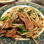 魯香酒樓 - ニラレバ炒め定食730円(ランチは、炒飯、麻婆豆腐ほか、おかわり自由)