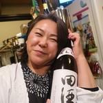 102302846 - 田酒と女将さん