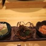 102302857 - お通しは蟹豆腐、ブリ子、鮭の飯寿司