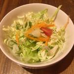 タイ料理 タイダイニングプラーローマー - ランチはサラダ+スープ+ミニデザート+飲み物付き 1000円