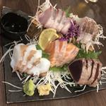 102305568 - タイ、ハマチ、カツオ、シャケ、水蛸