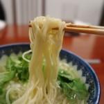 月泉 - 食感が面白い、低加水なのかポキポキ好きな麺です!