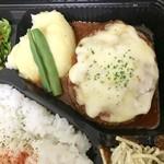 102308025 - 国産牛100%ハンバーグステーキ(チーズたっぷり自家製トマトソース)1080円