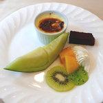 コアンドルー - デザートには小さなクリームブリュレが付く