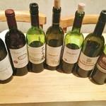 ジビエ&ワイン ブラッスリー山梨 - 10種類近くの山梨ワインは全てグラスで注文可能。飲み比べセットもございます