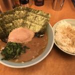 らー麺 家道 - 家系中華蕎麦+ダブル海苔増しwithライス(並)