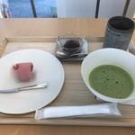 102313387 - お抹茶と紅梅(924円)